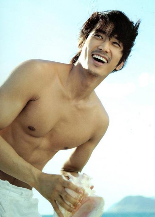 Song Seung Hun khoe thân hình vạm vỡ - 1