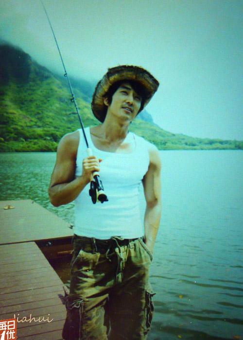 Song Seung Hun khoe thân hình vạm vỡ - 16