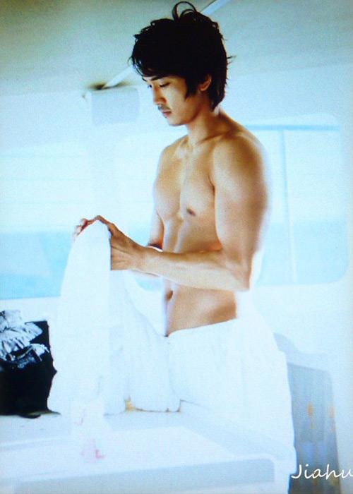 Song Seung Hun khoe thân hình vạm vỡ - 11