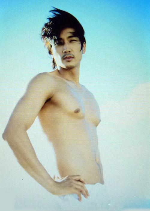 Song Seung Hun khoe thân hình vạm vỡ - 3