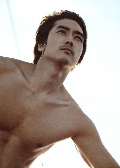 Song Seung Hun khoe thân hình vạm vỡ - 5