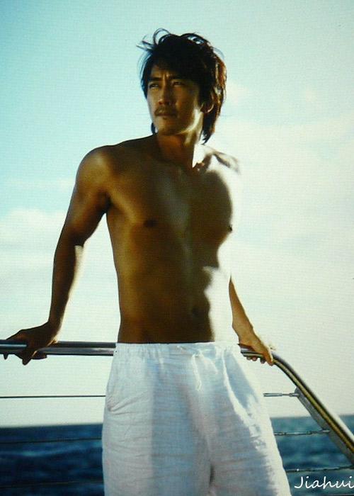Song Seung Hun khoe thân hình vạm vỡ - 8