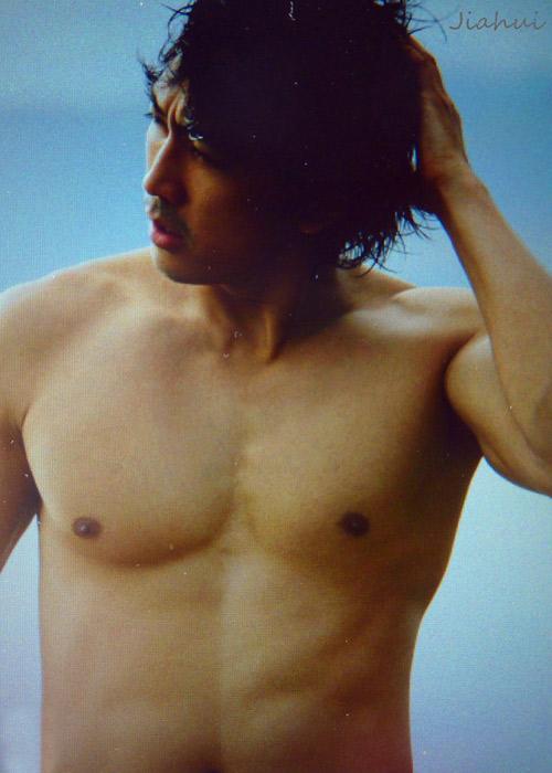 Song Seung Hun khoe thân hình vạm vỡ - 7