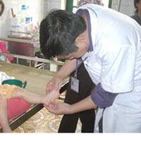 Cách chăm sóc trẻ tay chân miệng tại nhà