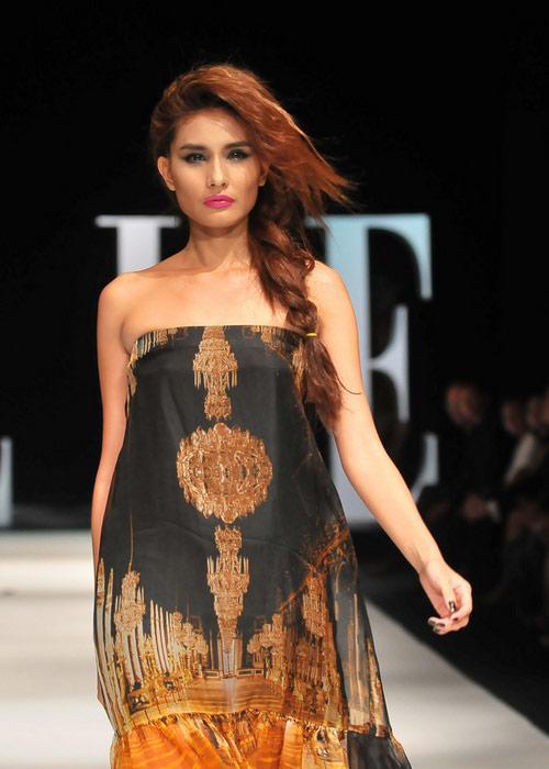 Tiết lộ cân nặng của người mẫu Việt - 4