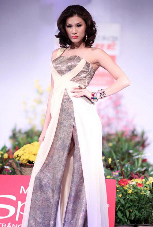 Tiết lộ cân nặng của người mẫu Việt - 8