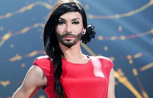 Nữ ca sỹ có râu gây xôn xao - 3