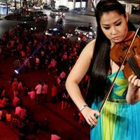 Khán giả đứng đường nghe nhạc cổ điển