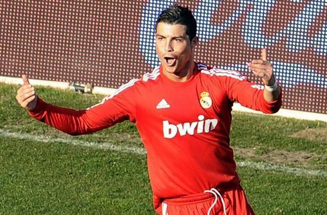 Gào thét, vạch đùi, mút tay… hoặc chẳng tỏ vẻ gì, mọi pha ăn mừng bàn thắng của Ronaldo đều đã trở thành thương hiệu, góp phần tạo nên cái sự đáng yêu và đáng ghét của ngôi sao người Bồ.