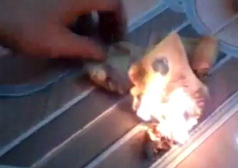 """Xôn xao clip """"công tử"""" đốt tiền mua vui - 1"""