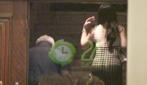 Video: Bầu Kiên hạnh phúc cùng vợ đi xem ca nhạc - 7