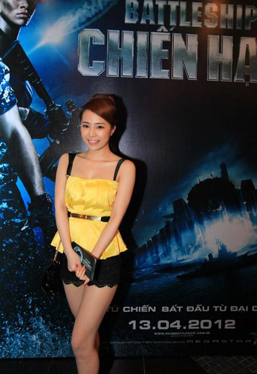 Quỳnh Nga diện sooc ren đi xem phim - 1