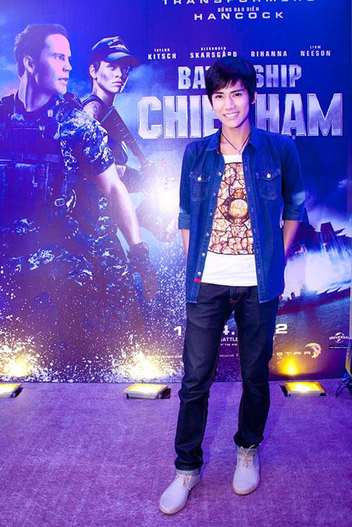 Quỳnh Nga diện sooc ren đi xem phim - 6