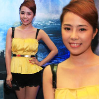 Quỳnh Nga diện sooc ren đi xem phim