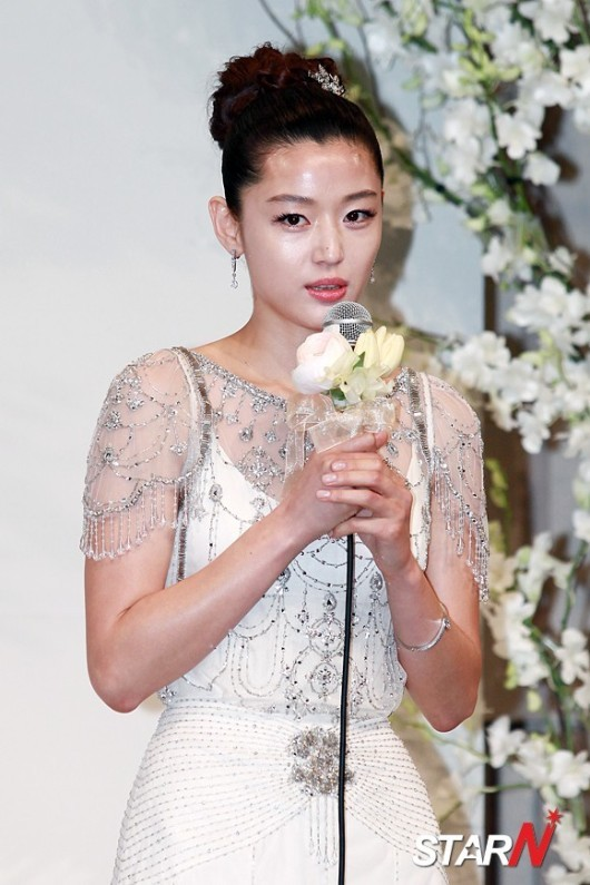 Jeon Ji Hyun đẹp như mơ trong ngày cưới - 2