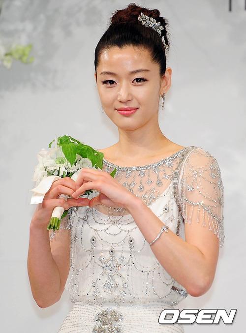 Jeon Ji Hyun đẹp như mơ trong ngày cưới - 3