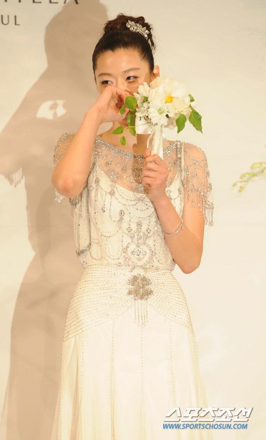 Jeon Ji Hyun đẹp như mơ trong ngày cưới - 4