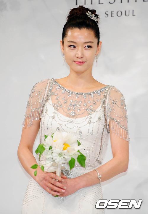 Jeon Ji Hyun đẹp như mơ trong ngày cưới - 5