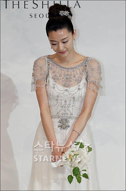Jeon Ji Hyun đẹp như mơ trong ngày cưới - 8