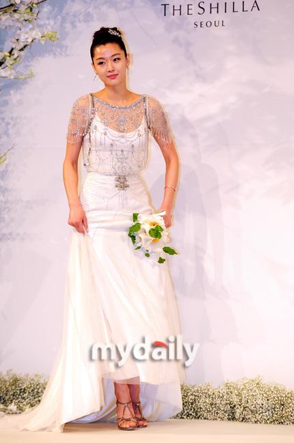 Jeon Ji Hyun đẹp như mơ trong ngày cưới - 9