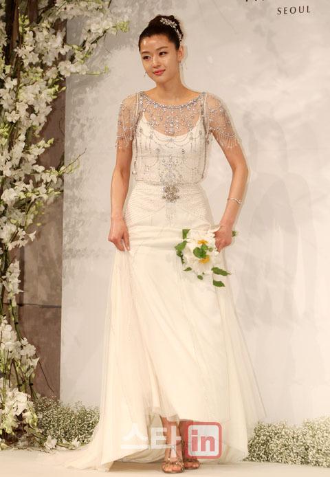 Jeon Ji Hyun đẹp như mơ trong ngày cưới - 7