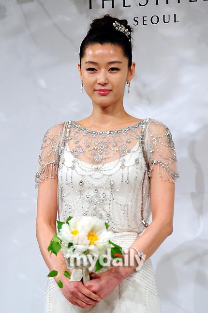 Jeon Ji Hyun đẹp như mơ trong ngày cưới - 6
