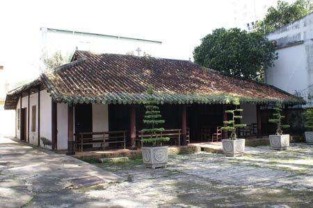 Ngôi nhà nguyện xưa nhất Việt Nam - 1