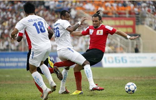 Cầu thủ Thanh Hóa, Ninh Bình suýt đánh nhau - 1