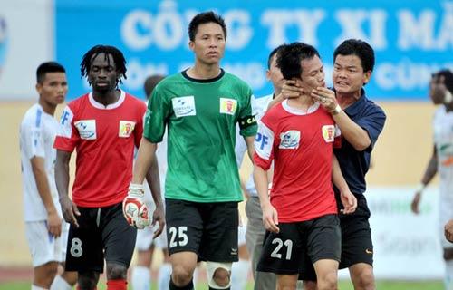 Cầu thủ Thanh Hóa, Ninh Bình suýt đánh nhau - 7