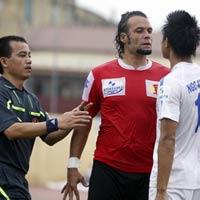 Cầu thủ Thanh Hóa, Ninh Bình suýt đánh nhau