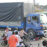 Nữ công nhân chết thảm dưới gầm xe tải