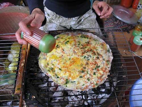 """3 món ăn vặt no """"căng bụng"""" ở Đà Lạt, Ẩm thực, am thuc, mon an da lat, mon an vat, mon ngon, dac san, banh trang nuong trung, cha ram, banh beo, mon ngon de lam, bao"""