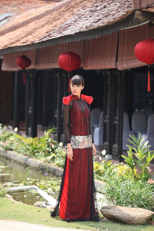 Trang Trần đằm thắm cùng áo dài lạ - 16