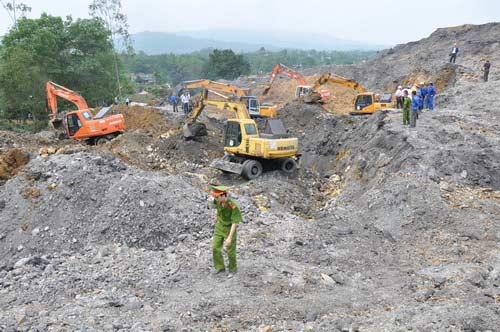 Cầu siêu cho nạn nhân vụ sạt lở mỏ than - 2