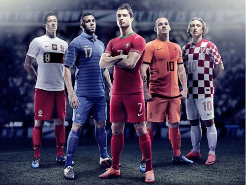 """Ronaldo trình làng """"siêu áo đấu"""" tại Euro 2012 - 1"""