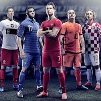 """Ronaldo trình làng """"siêu áo đấu"""" tại Euro 2012"""