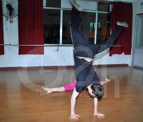 Anh Thư lúng túng luyện nhảy - 7