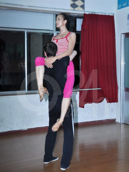 Anh Thư lúng túng luyện nhảy - 9