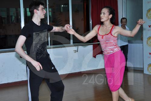 Anh Thư lúng túng luyện nhảy - 5