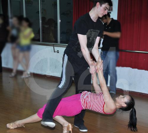 Anh Thư lúng túng luyện nhảy - 11