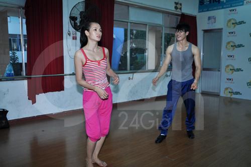 Anh Thư lúng túng luyện nhảy - 1