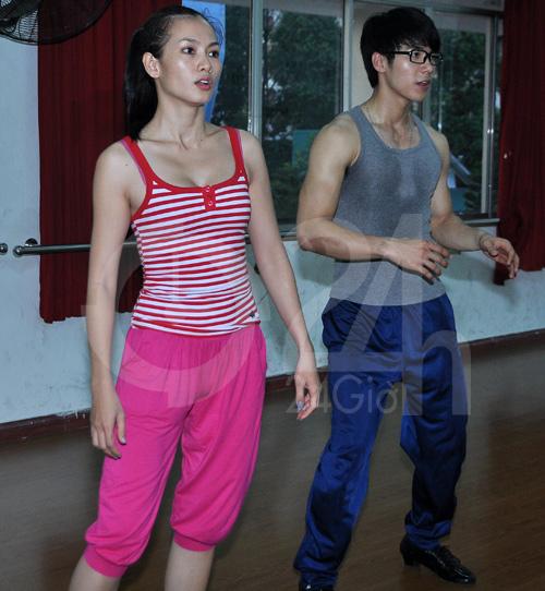 Anh Thư lúng túng luyện nhảy - 2