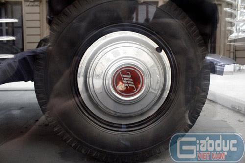 Cận cảnh xe bọc thép từng chở Hồ Chủ tịch - 12