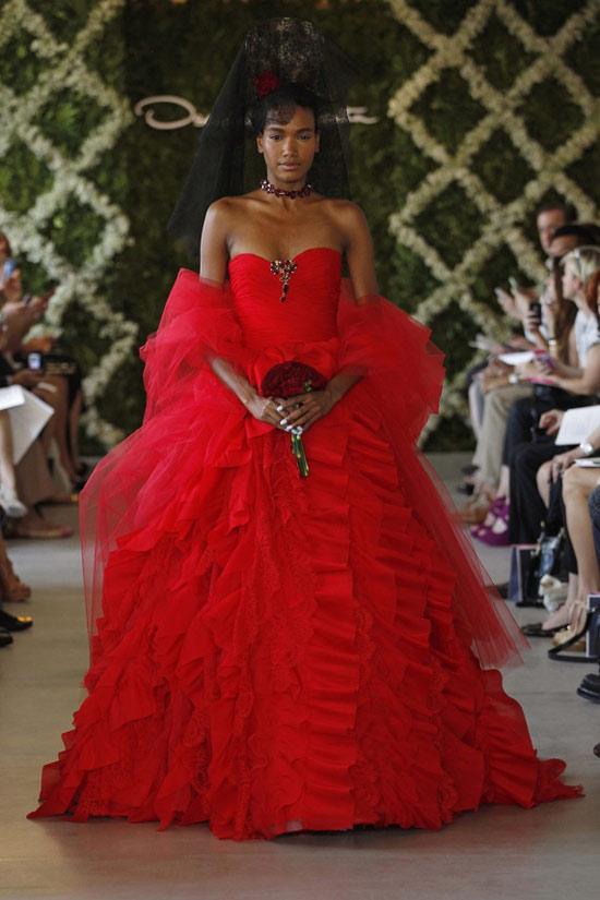 Năm 2013, cô dâu mặc gì? - 1