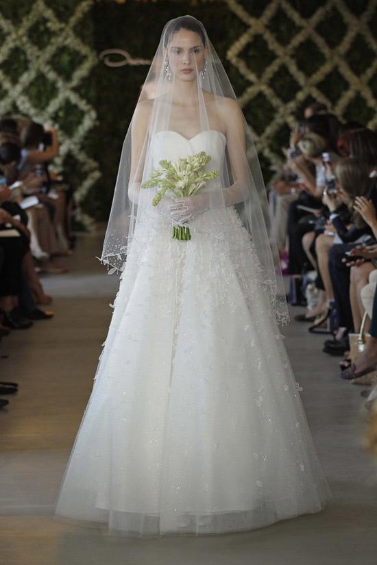 Năm 2013, cô dâu mặc gì? - 29