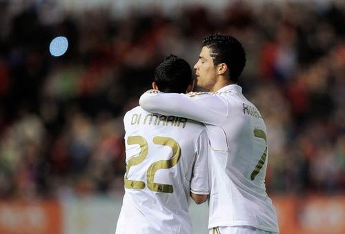 Real tới Nou Camp: Chọn hàng công nào - 1