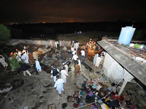 Máy bay rơi ở Pakistan, 122 người thiệt mạng - 1