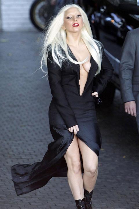 Lady Gaga khoe ngực lỏng lẻo ở Hàn Quốc - 12