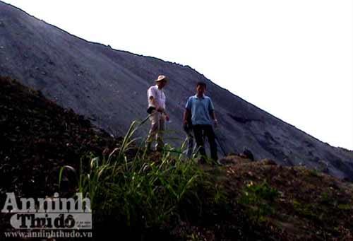 Hãi hùng phải sống dưới chân núi tử thần - 13