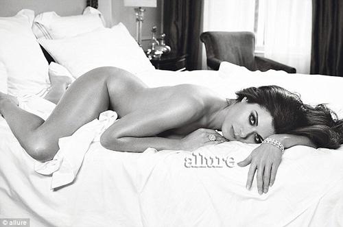 Xôn xao những bức ảnh nude - 8